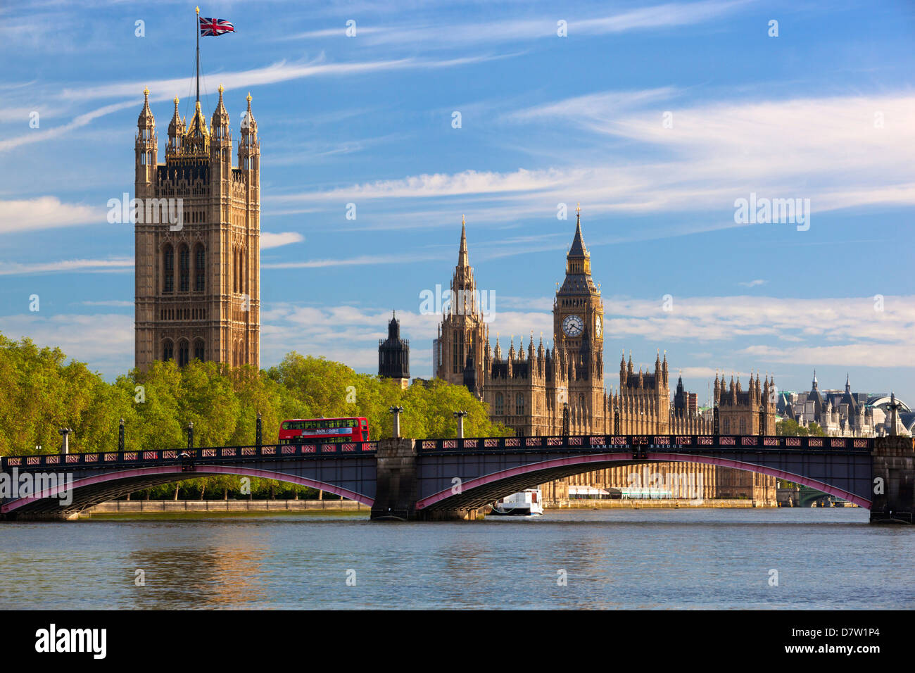 Houses of Parliament and Lambeth Bridge over the River Thames, Westminster, London, England, United Kingdom - Stock Image