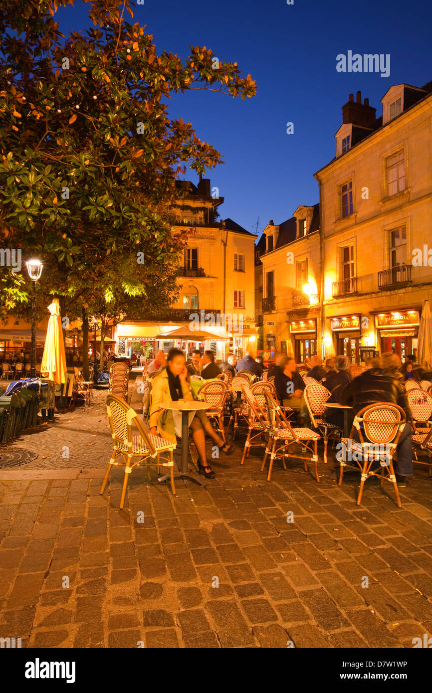 People enjoying the various restaurants and bars in Place Plumereau in Vieux Tours, Indre-et-Loire, Centre, France - Stock Image