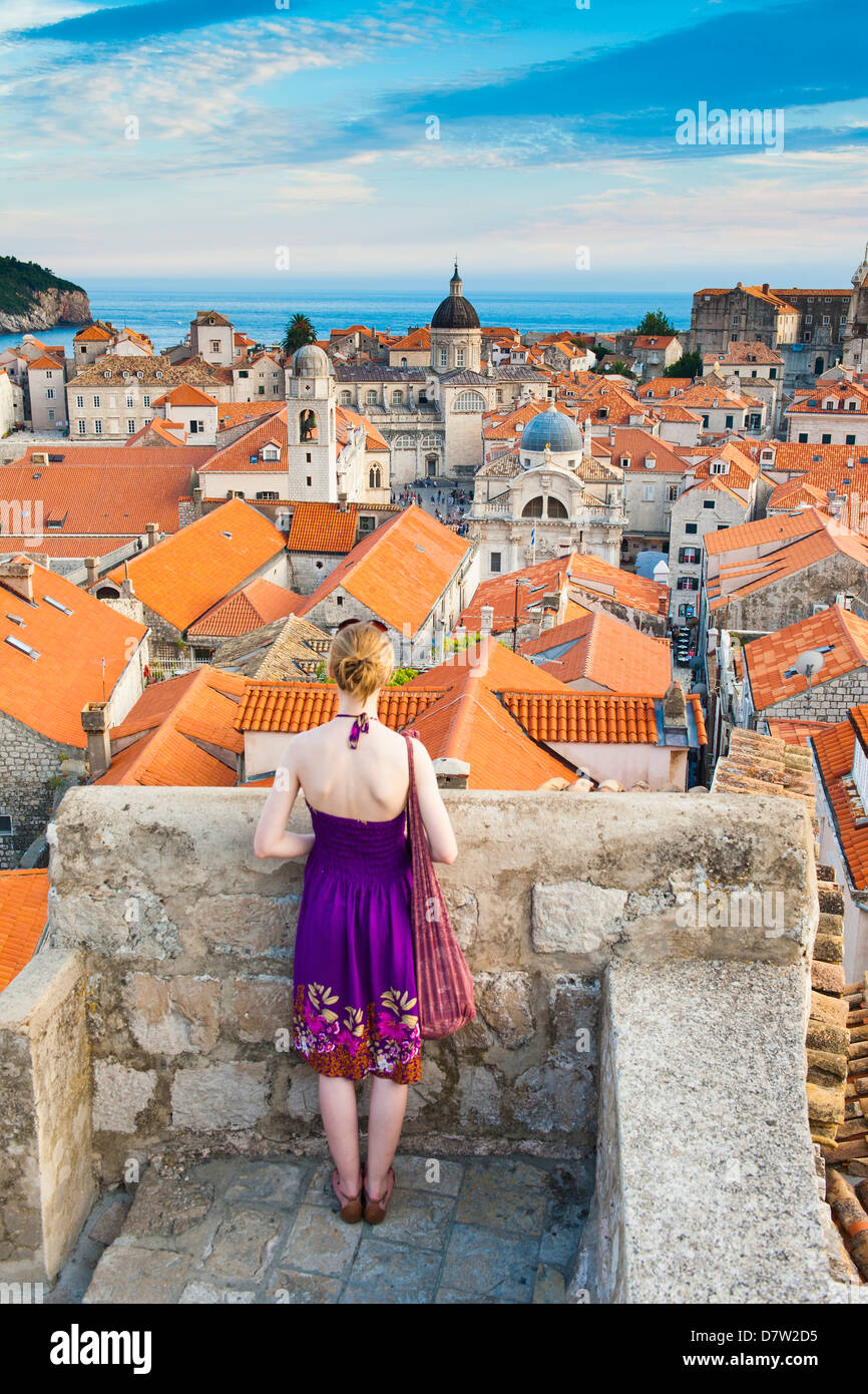 Tourist sightseeing on Dubrovnik City Walls, Old Town, UNESCO World Heritage Site, Dubrovnik, Dalmatian Coast, Croatia - Stock Image