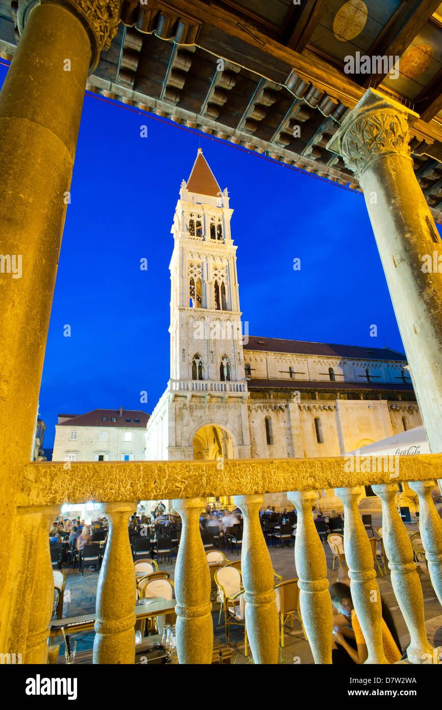St. Lawrence Cathedral at night, Trogir, Dalmatian Coast, Croatia - Stock Image