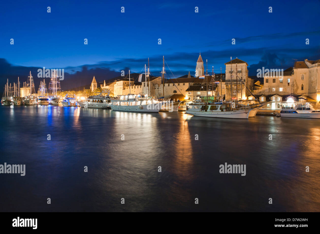 Trogir town and boat docks at night, Trogir, Dalmatian Coast, Adriatic, Croatia - Stock Image