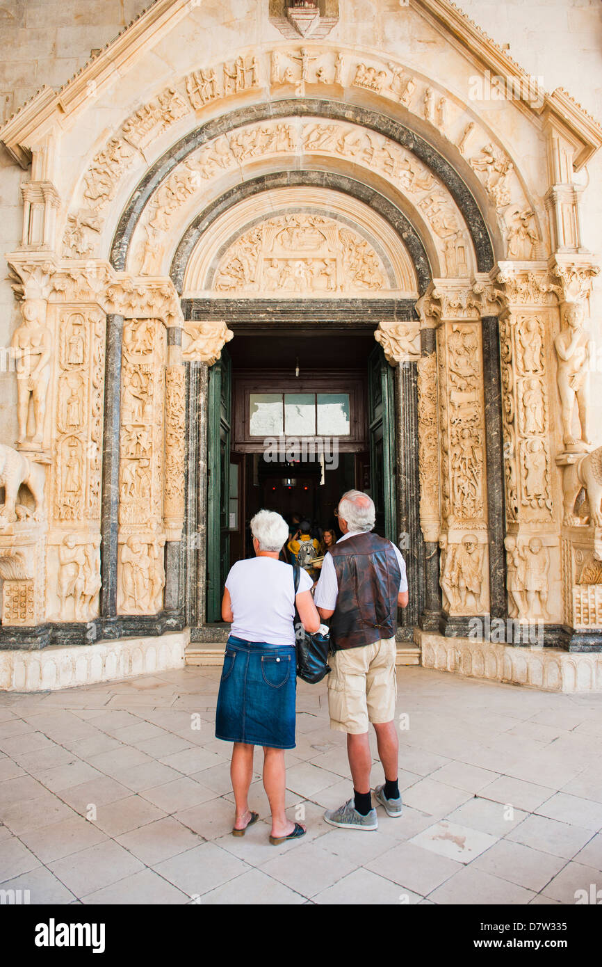 Tourists visiting the Cathedral of St. Lawrence, Trogir, UNESCO World Heritage Site, Dalmatian Coast, Croatia - Stock Image