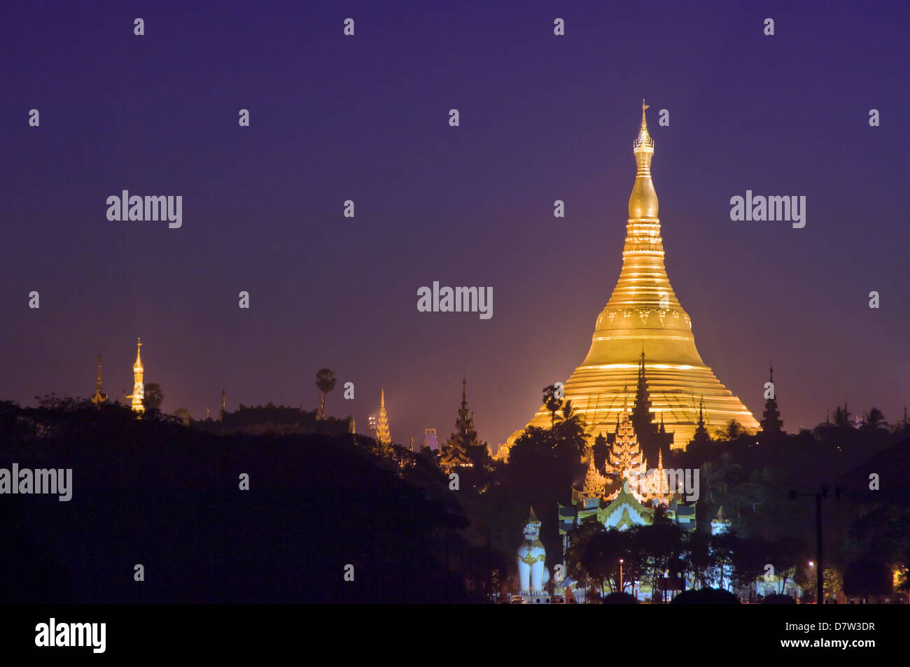 Golden stupa before sunrise, Shwedagon Pagoda, Rangoon (Yangon), Burma (Myanmar) - Stock Image