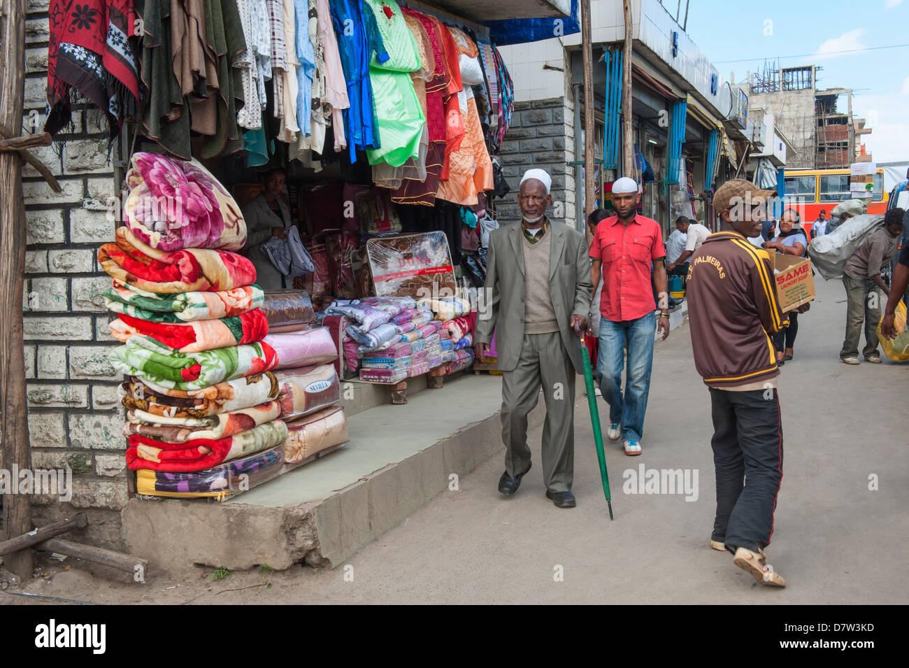 Market street scene, Mercato of Addis Ababa, Ethiopia - Stock Image