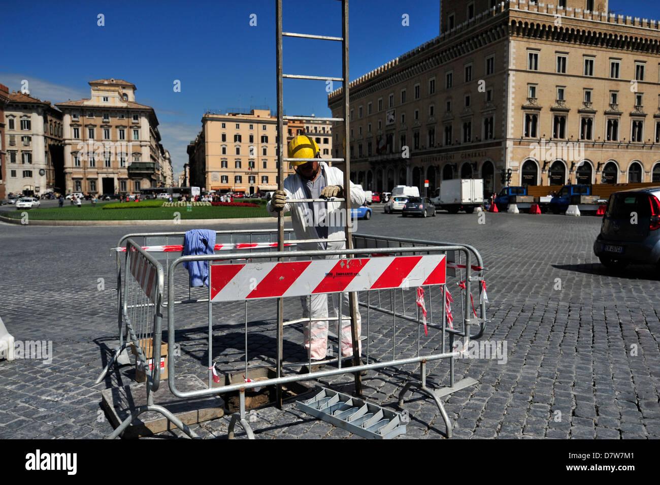Work in progress in Rome, Piazza Venezia. - Stock Image