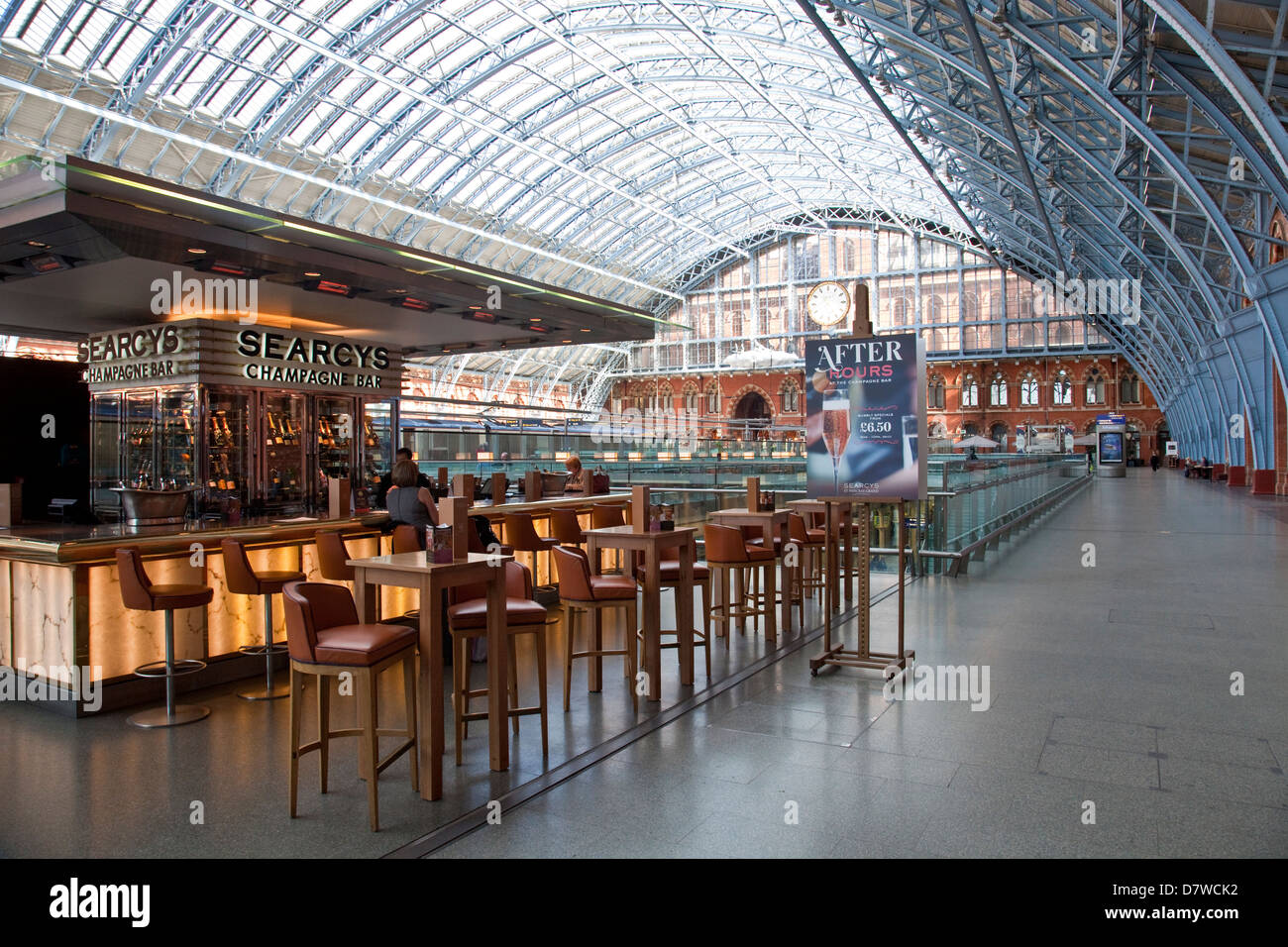 Searcys Champagne Bar, St Pancras International Train Station, London, England - Stock Image