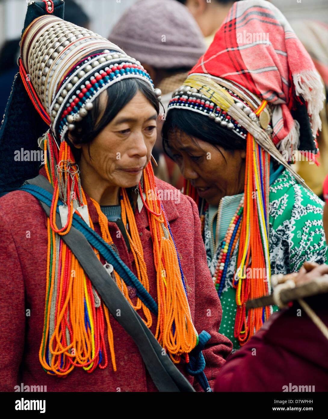 Akha women at Xiding weekly market, in the hills west of Menghai, Xishuangbanna, Yunnan, China. - Stock Image