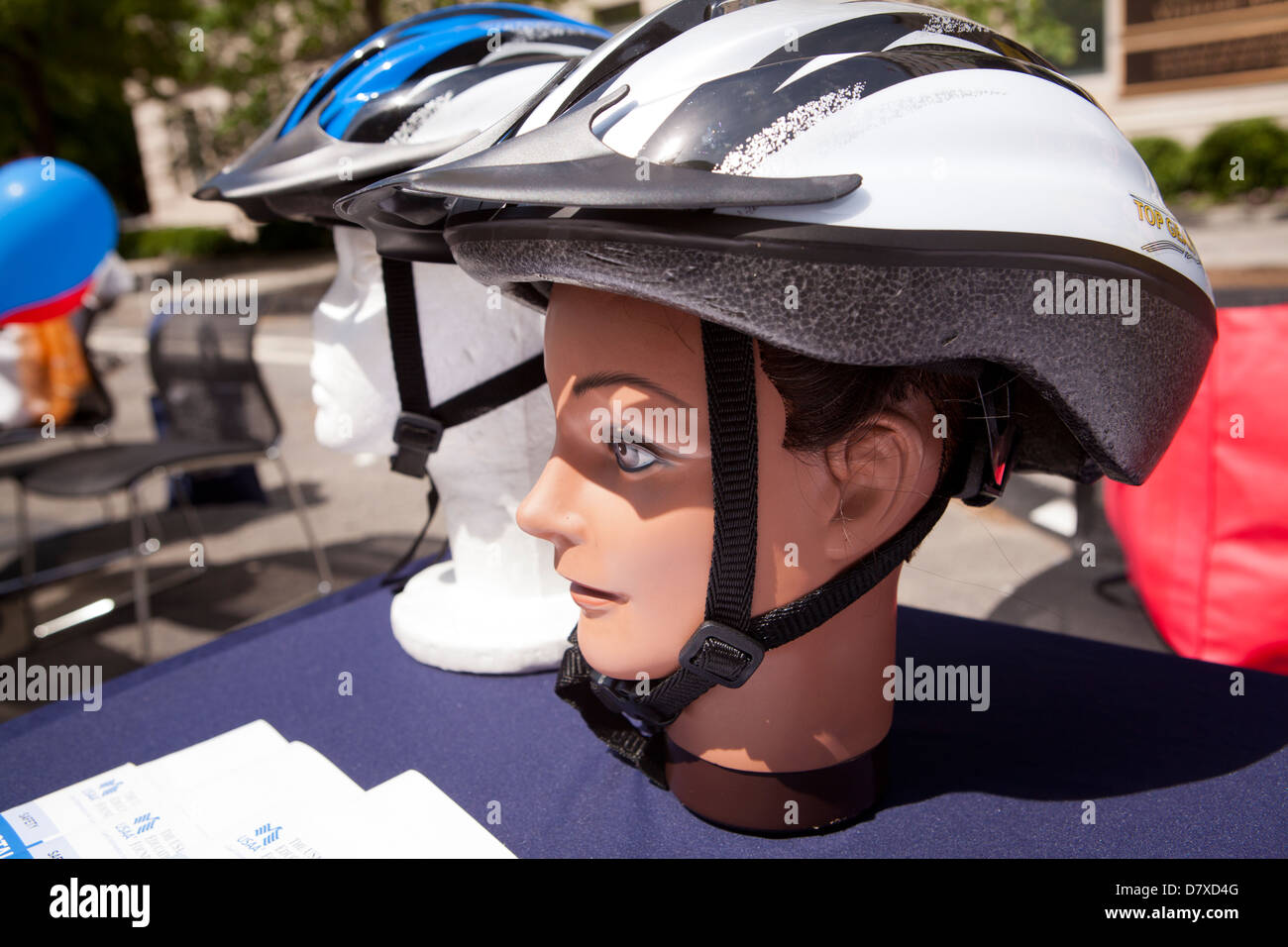 Bicycle helmets on dummy heads - Stock Image