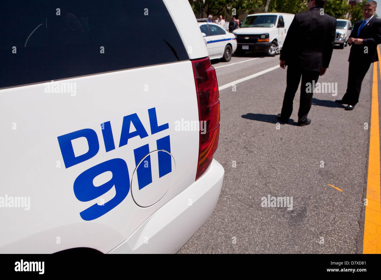 Dial 911 sign on police car - Washington, DC USA - Stock Image