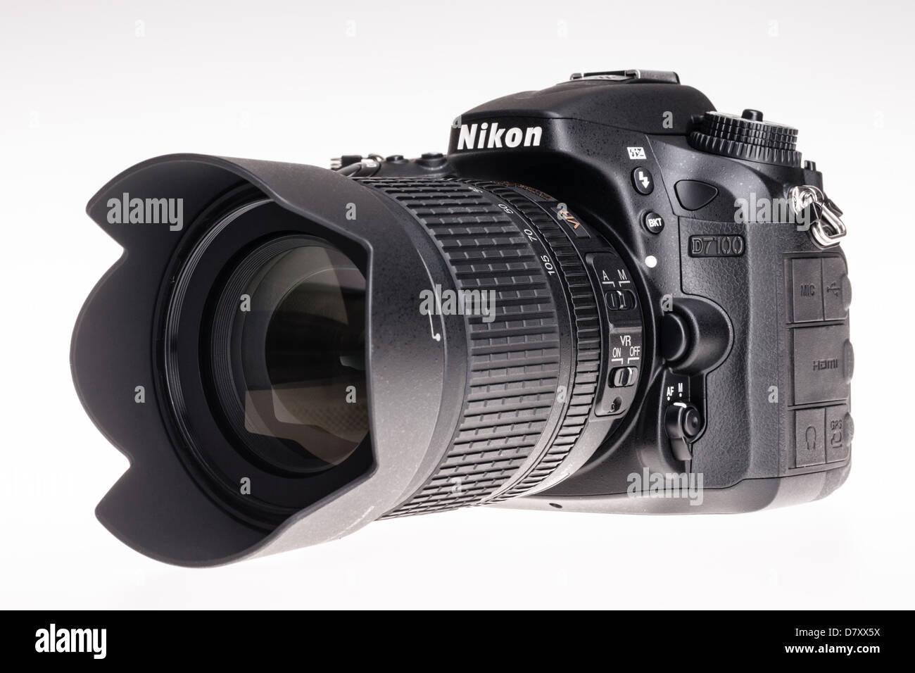 Nikon D7100 digital SLR - camera with 18-105mm lens. - Stock Image