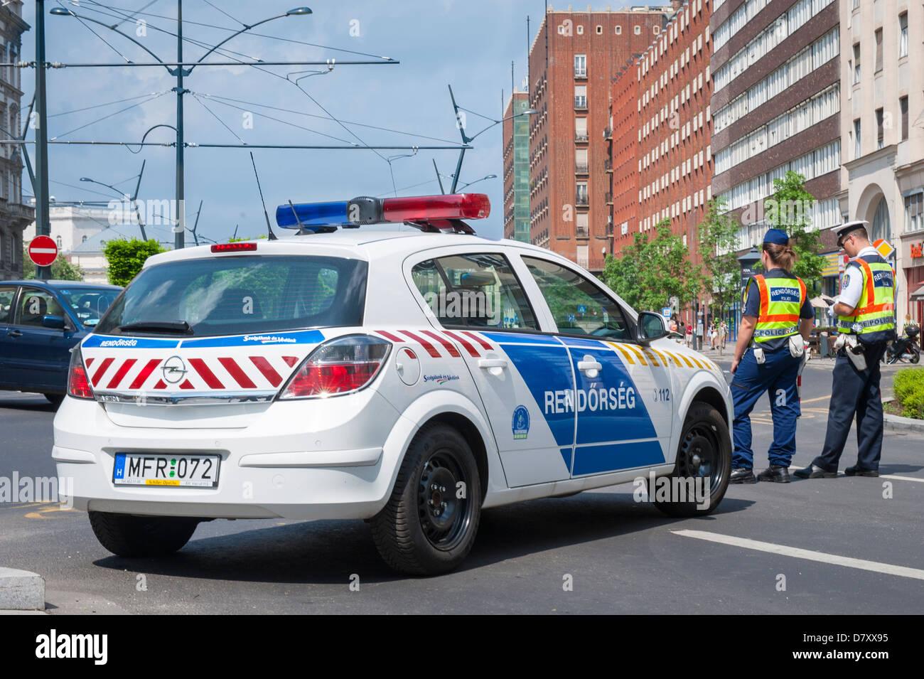 Budapest Hungary Great Synagogue Zsinagoga Rendorseg police car man woman guard guards sentry sentries road block - Stock Image