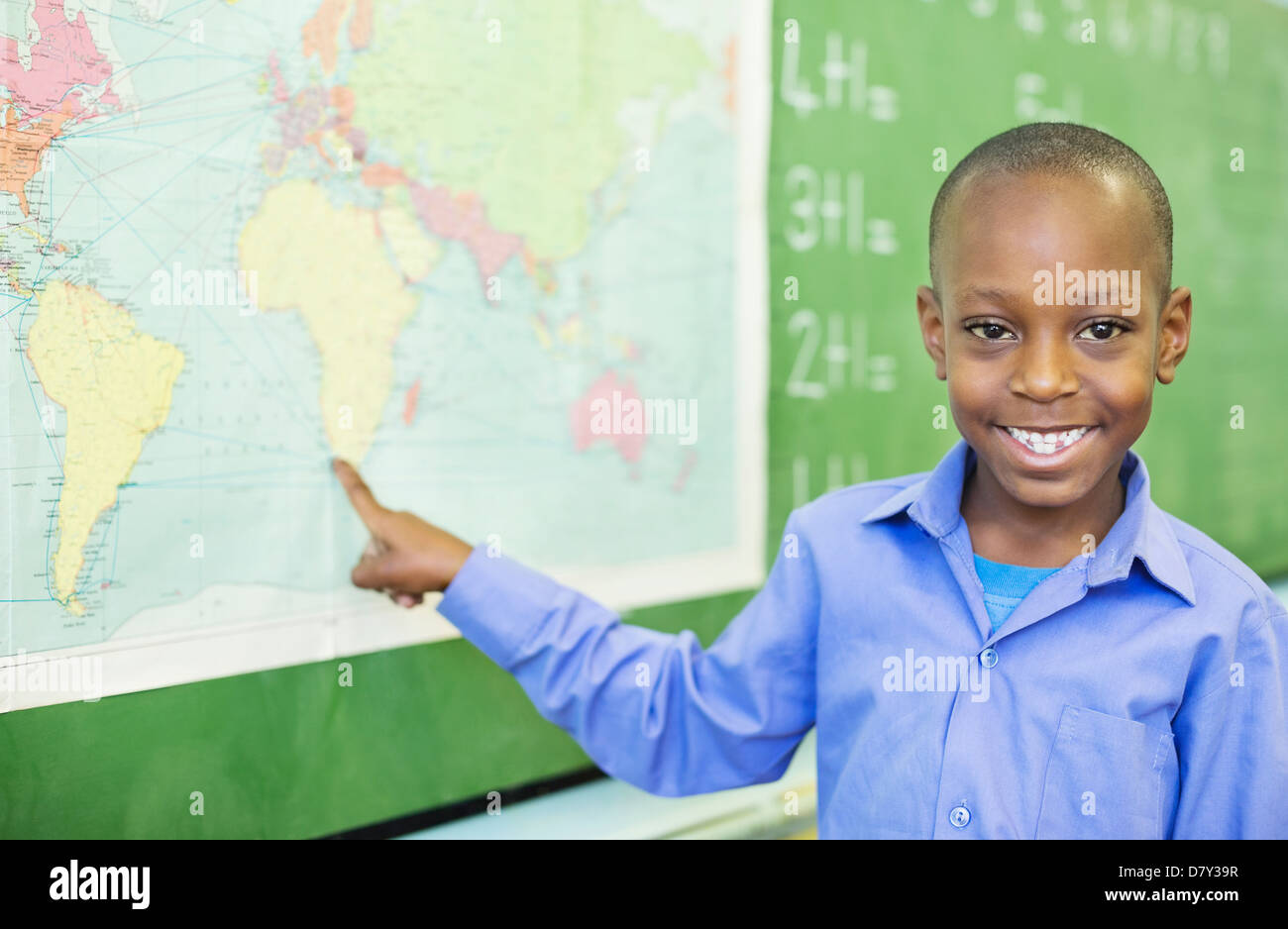 Student using world map in class - Stock Image