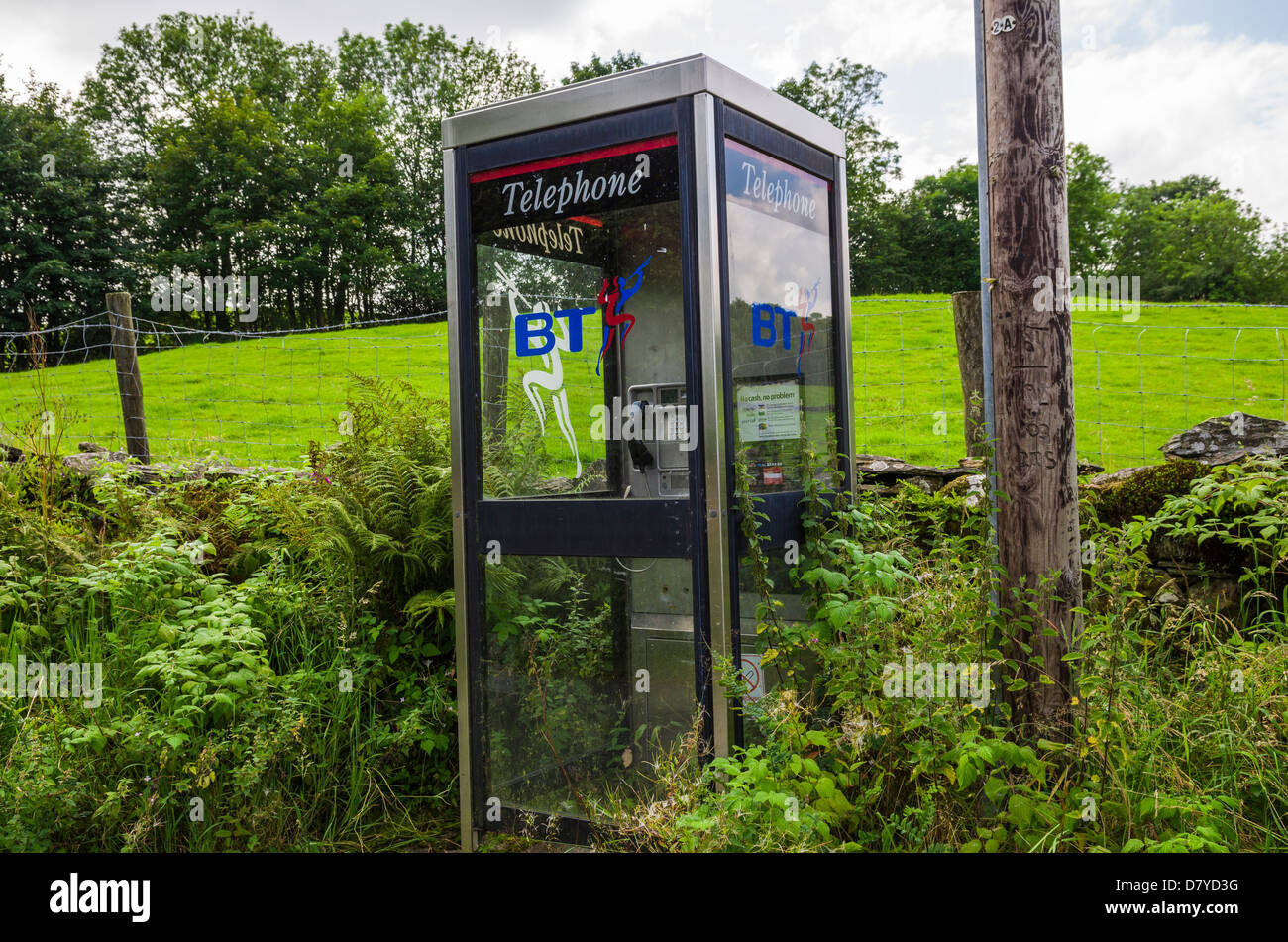 Public telephone booth in the countryside in the Lake District, Cumbria, England. - Stock Image