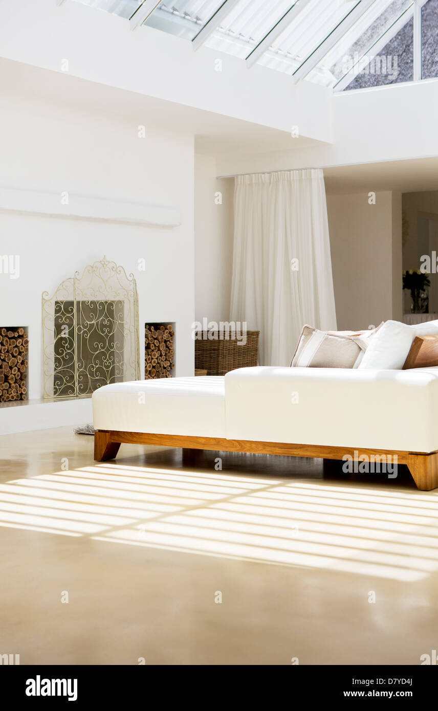 Sofas and fireplace in modern living room - Stock Image