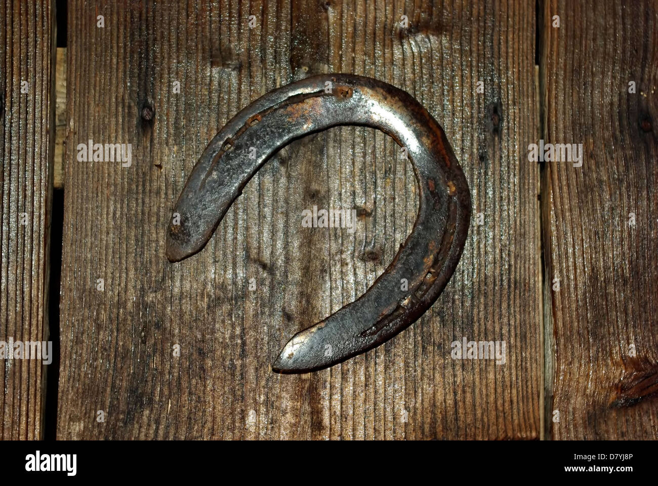 How to hang a horseshoe over the door so that it brings happiness