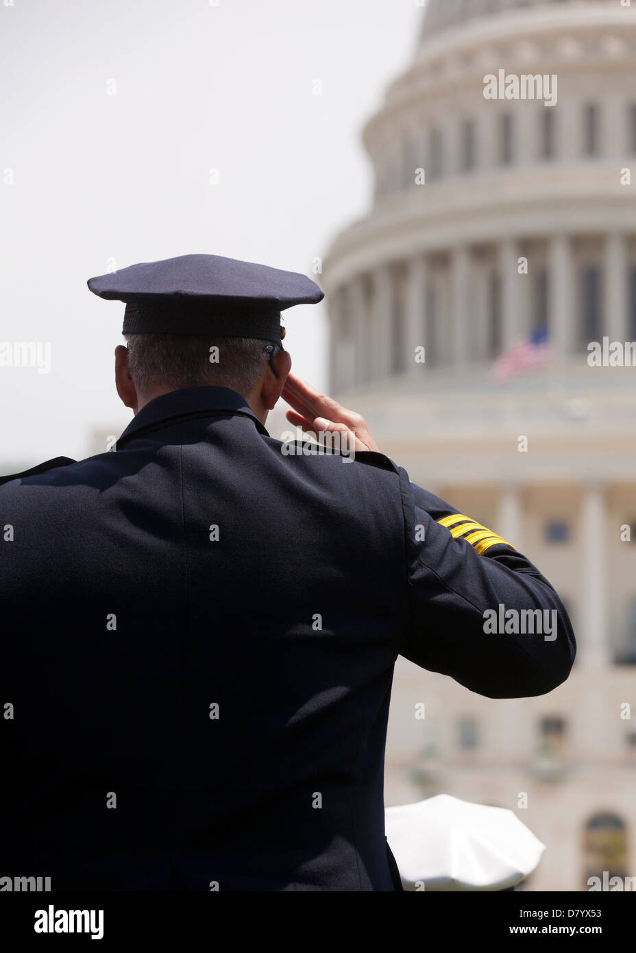 Policeman saluting in front of the US Capitol building - Washington, DC USA - Stock Image