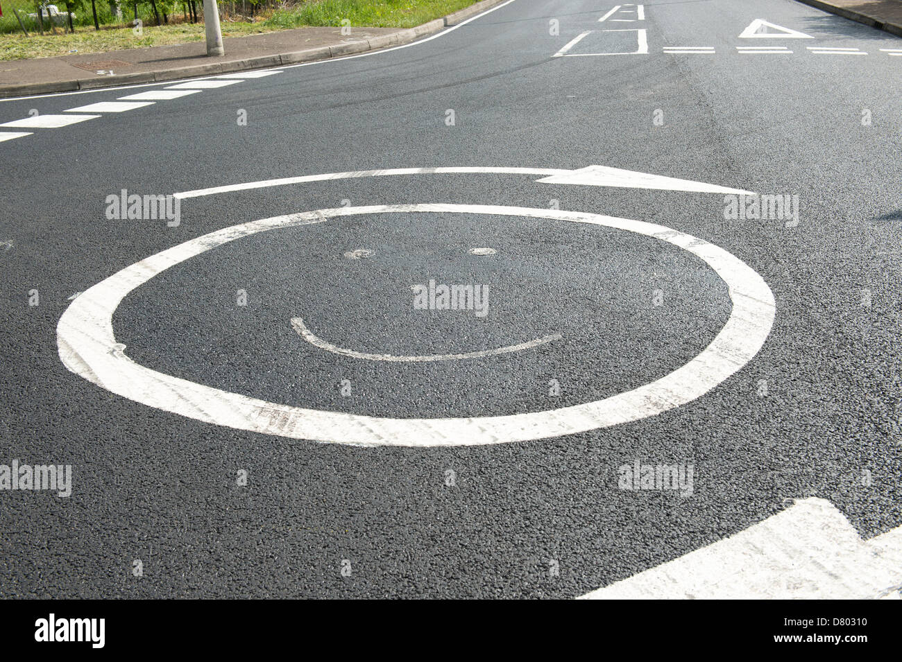 Basildon, Essex. UK. 16th May 2013.  A newly resurfaced junction now has a Smiley in place of the mini-roundabout. - Stock Image