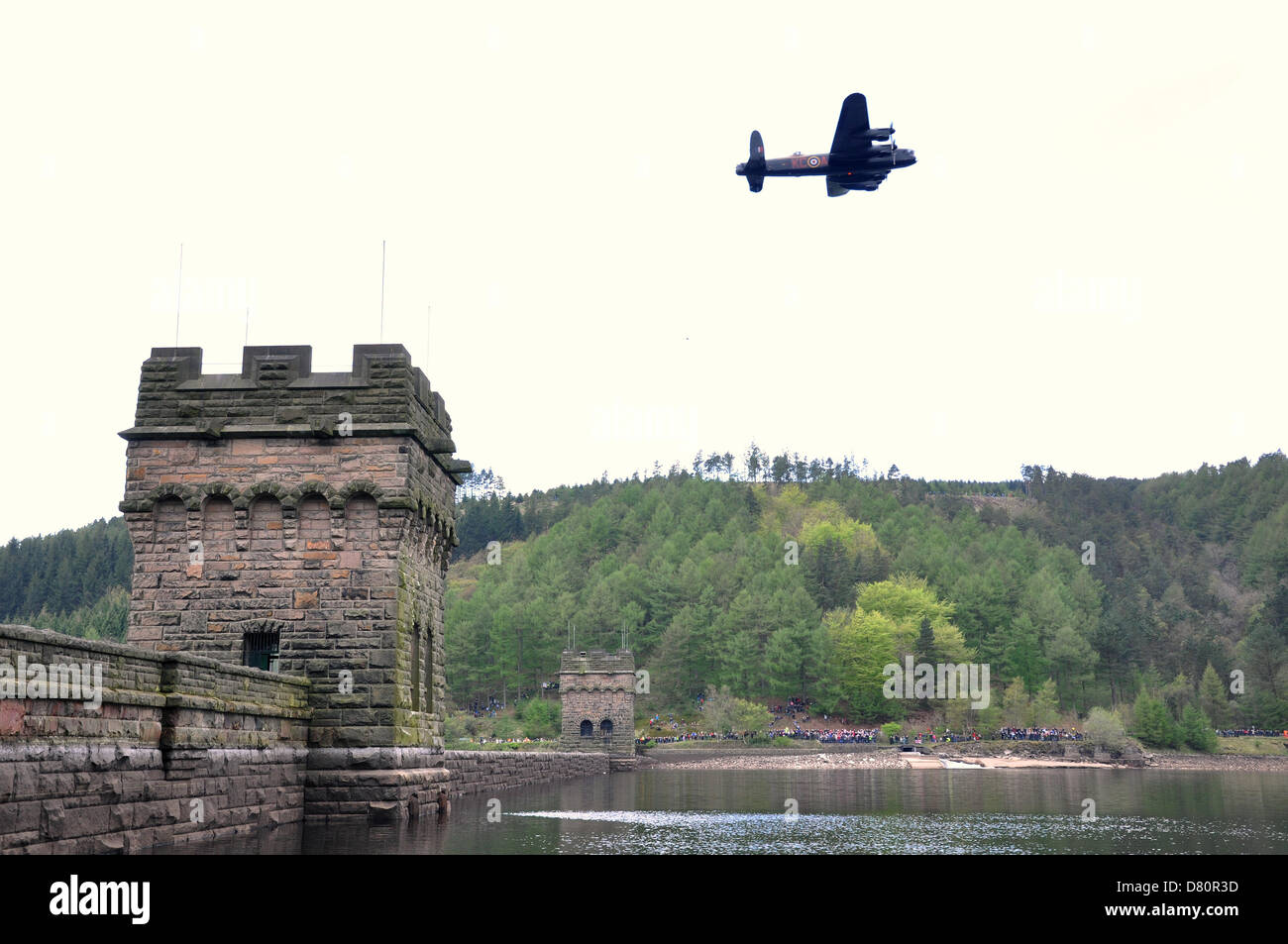 Derwent, Derbyshire, UK. 16th May 2013. A Lancaster bomber of the RAF's 617 Squandron, fly's over Derwent - Stock Image
