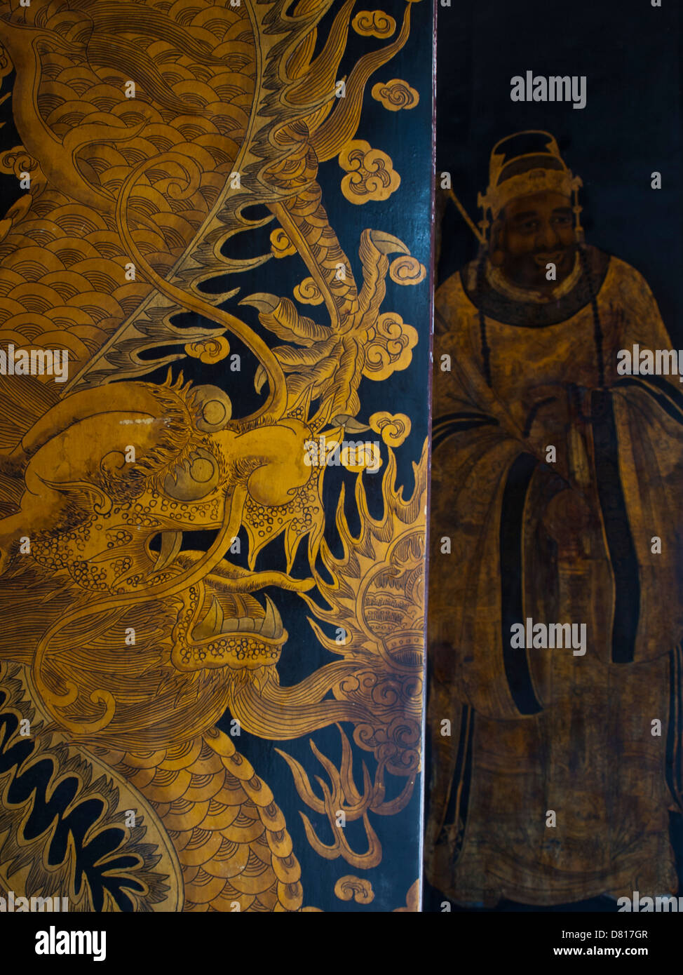 Thian Hock Keng Temple golden dragon painting on door - Stock Image