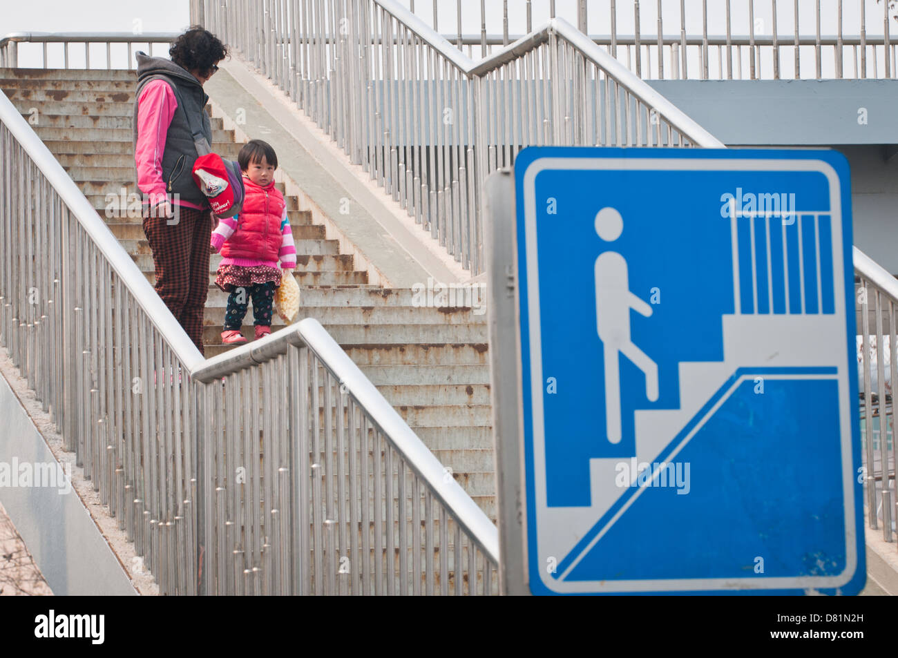 Mother with daughter on stairs in Beijing, China - Stock Image