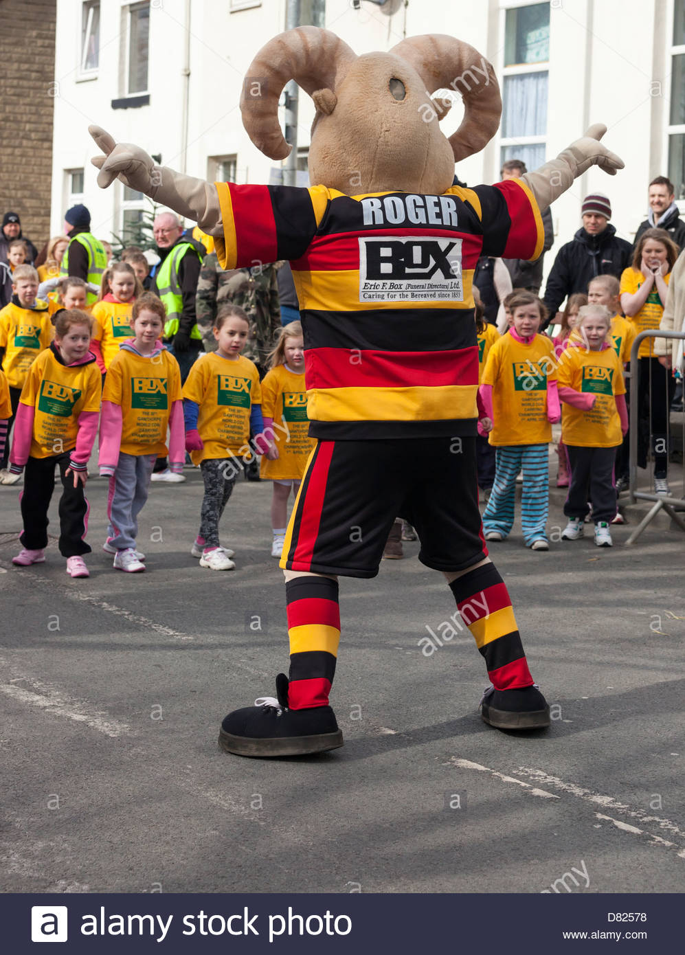 Roger the Ram ( Dewsbury Rams ) mascot starting the girls race at the World Coal Carrying Championships day Gawthorpe - Stock Image