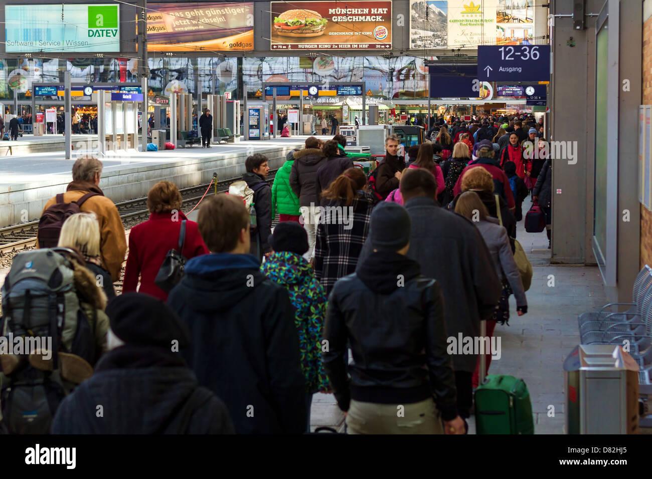 Large amount of people on the train platform at Hauptbahnhof Mainstation, Railway Station, Munich Germany - Stock Image