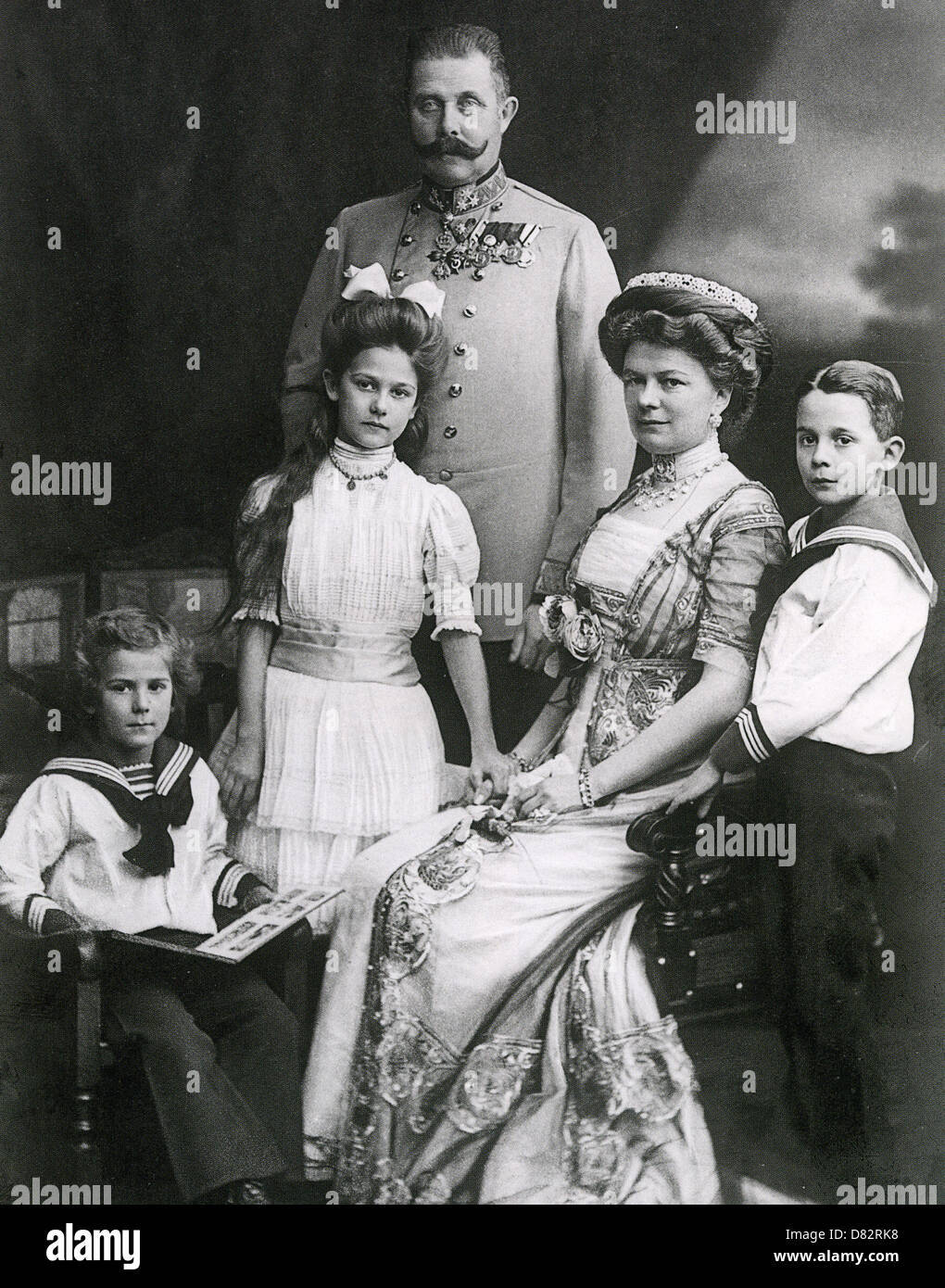 EMPEROR FRANZ FERDINAND OF AUSTRIA-HUNGARY with his wife Sophie and their children with Crown Prince Rudolf at right - Stock Image