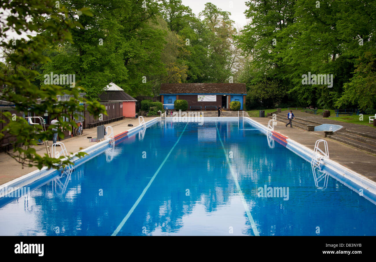 Jesus green lido cambridge stock photos jesus green lido cambridge stock images alamy for Jesus green swimming pool cambridge