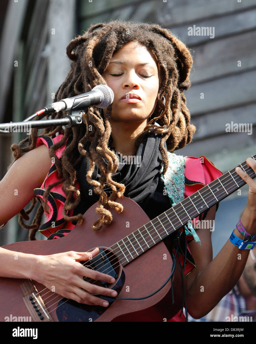 Valerie June at bestival festival live on stage playing guitar, isle of white  september 2012 - Stock Image