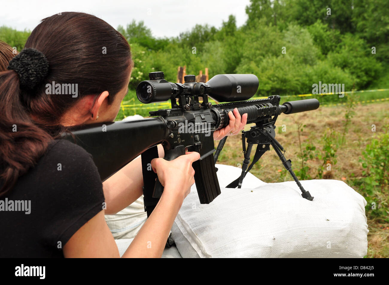 Young women training with gun - Stock Image