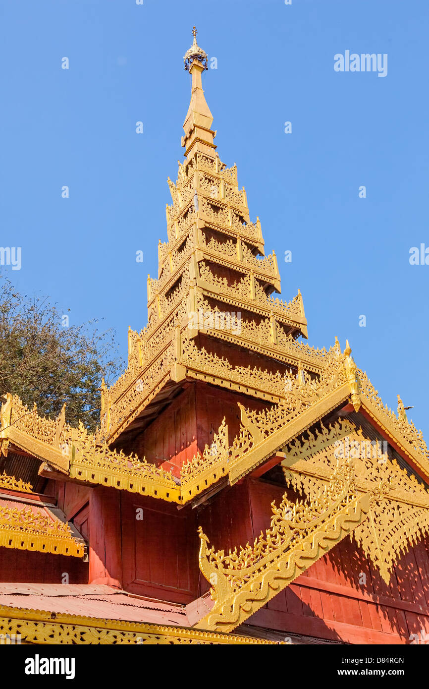 Temple in The Shwezigon Pagoda complex located in Nyaung-U, Bagan, in Burma, built by King Anawrahta. Golden decoration - Stock Image