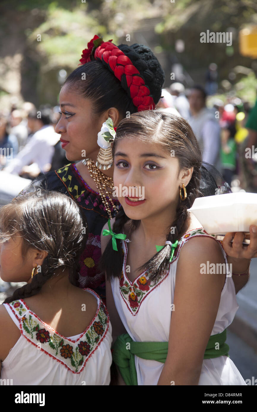 mexicans in new york city celebrate cinco de mayo (5th of may