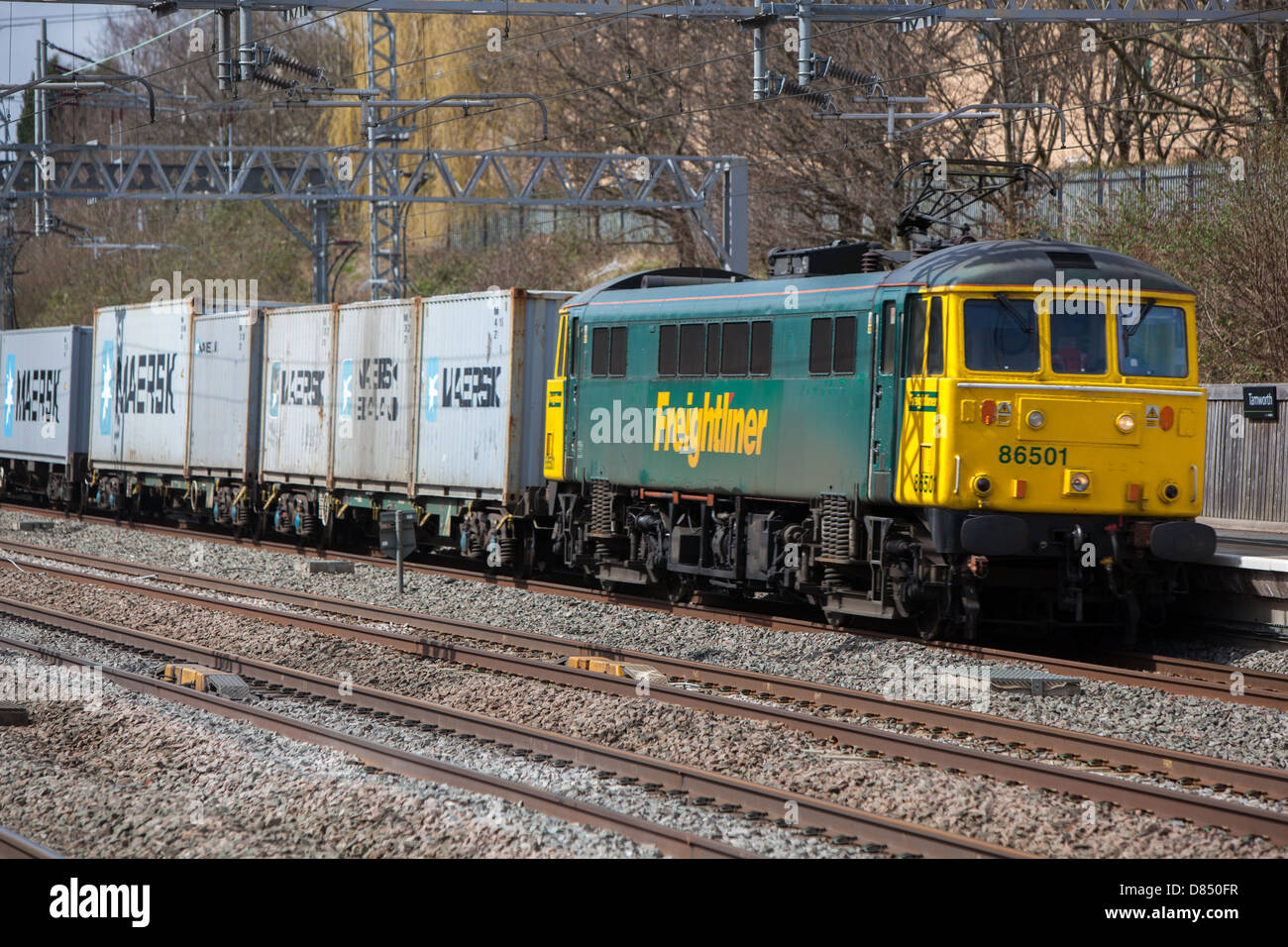 A Freightliner train passing through Tamworth station on the low level line. Hauling intermodal containers. - Stock Image