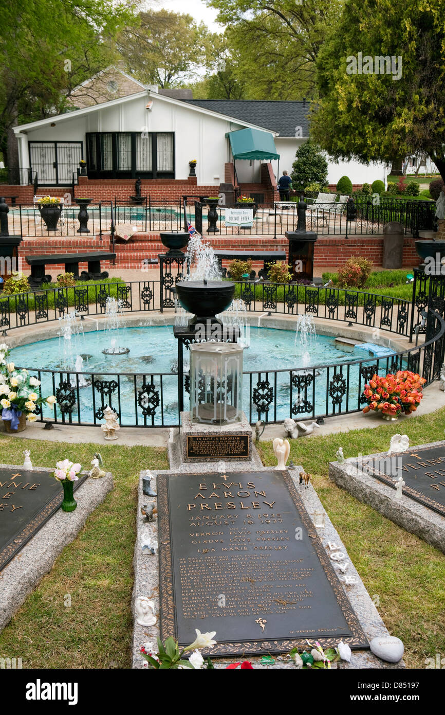 A view of the grave of Elvis Presley and his family members at Graceland in Memphis, Tennessee Stock Photo
