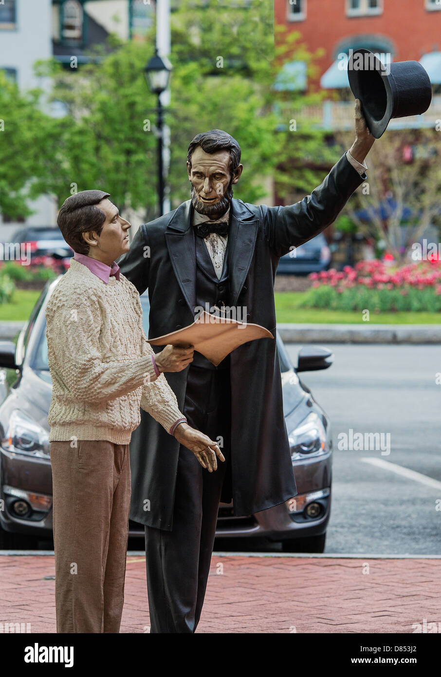 'Return Visit' Lincoln statue located in Lincoln Square, Gettysburg, Pennsylvania, USA - Stock Image