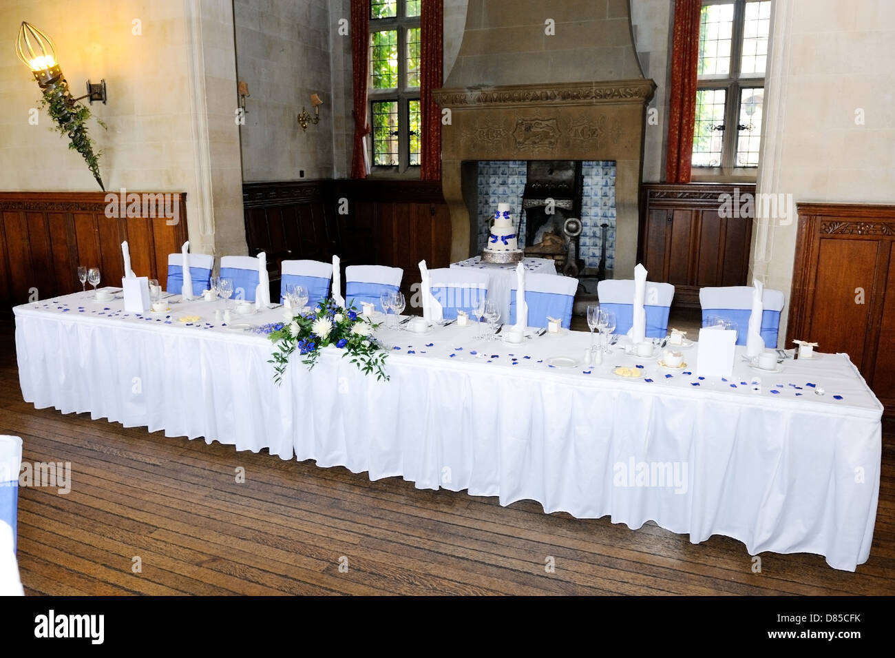 Great Head Table At Wedding Reception With Blue And White Decoration