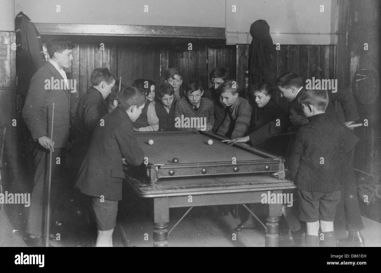 Boys Club Snooker Game  March 1929 - Stock Image