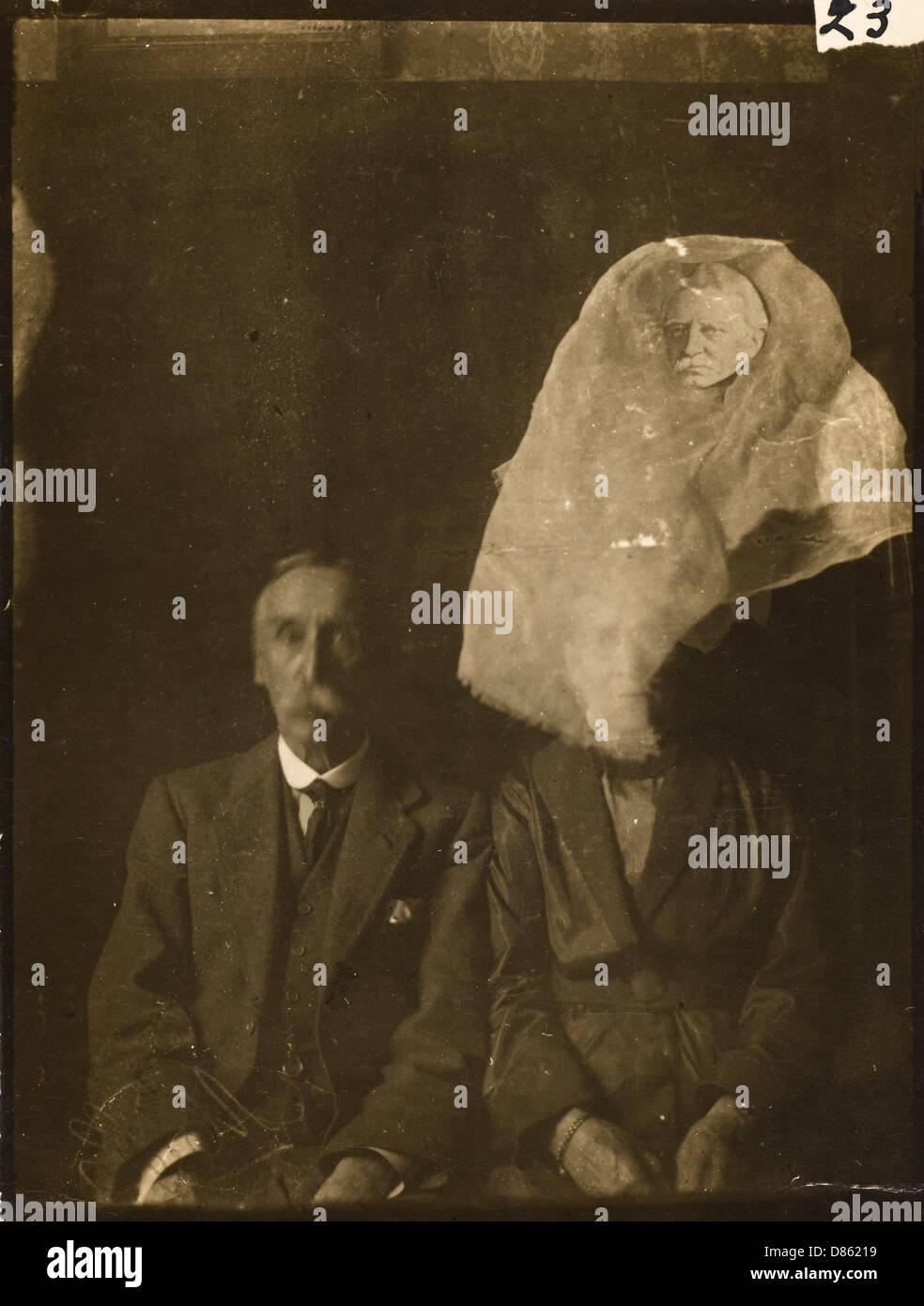 Spirit Photo Ada Dean? 1921 - Stock Image
