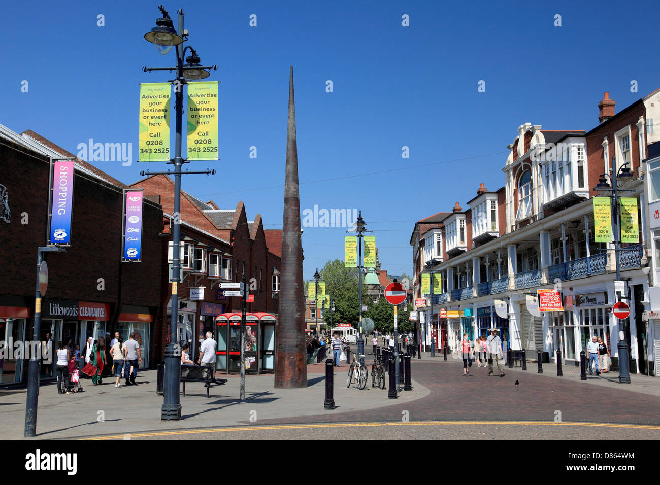 Bradford Street, Walsall, a pedestrianised area with the Saddlers Shopping Centre on the left - Stock Image