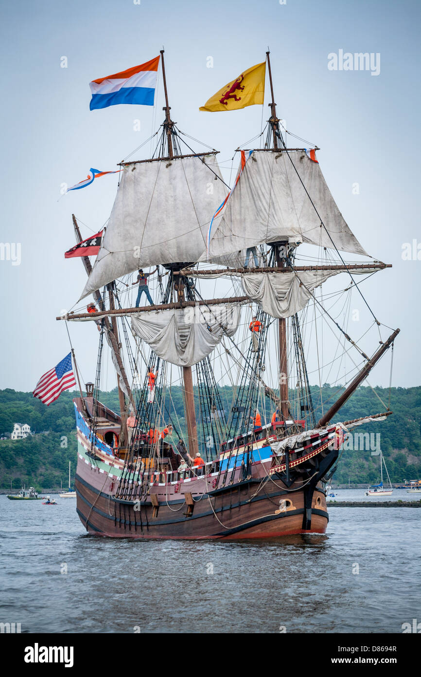 Henry Hudson Ship Replica The Half Moon Sails Up Rondout