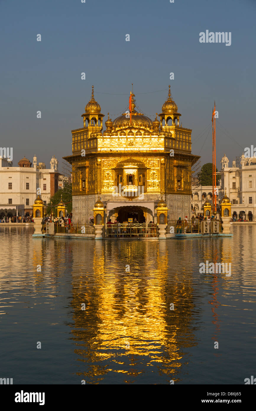 golden temple' amritsar stock photos & 'golden temple' amritsar