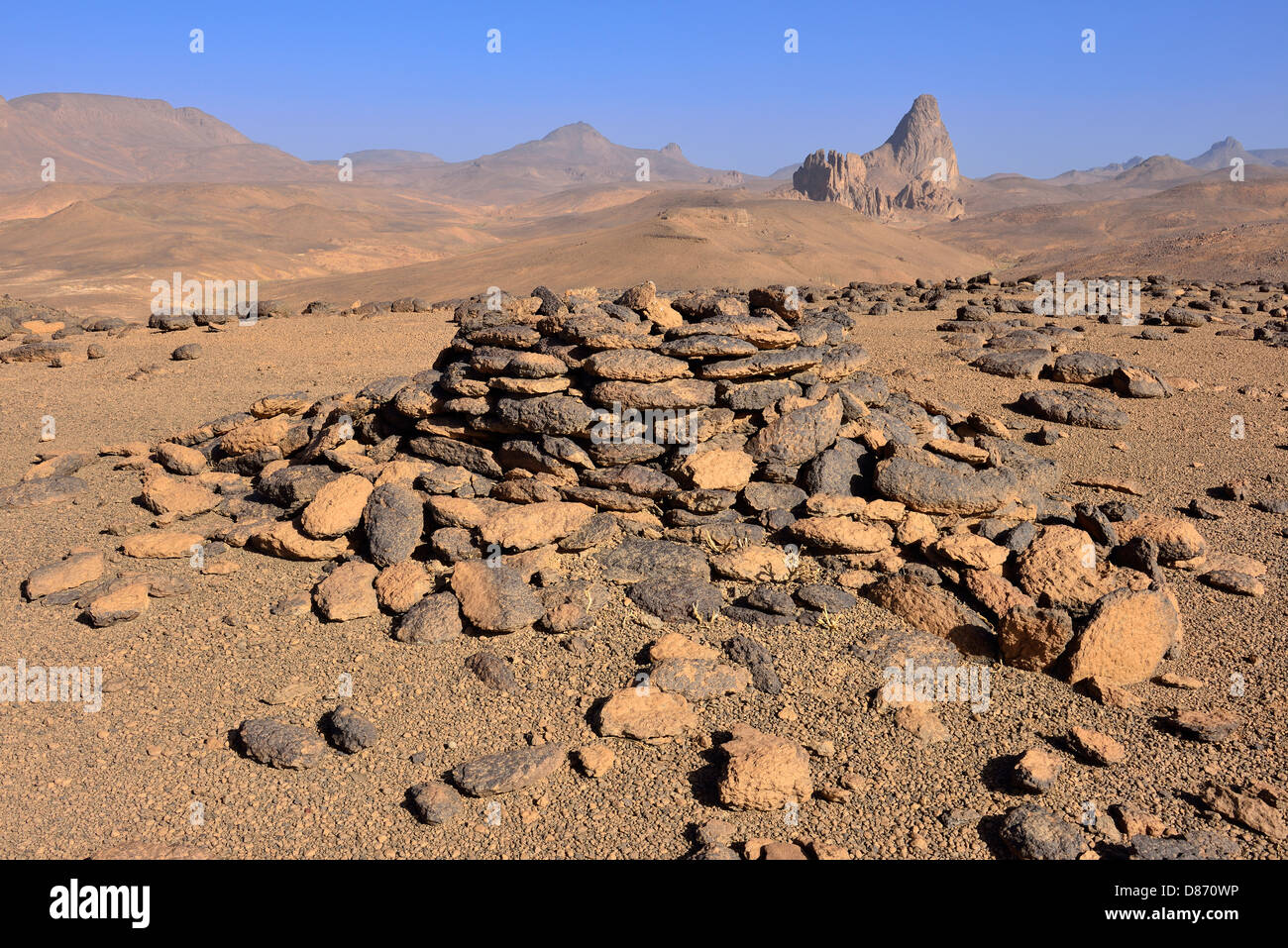 Algeria, Historic food cache and Mount Aouknet - Stock Image