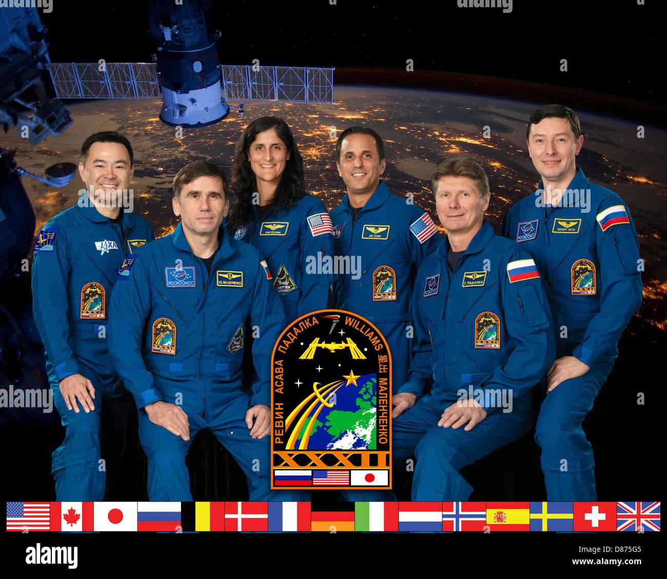 Expedition 32 crew portrait.jpg - Stock Image