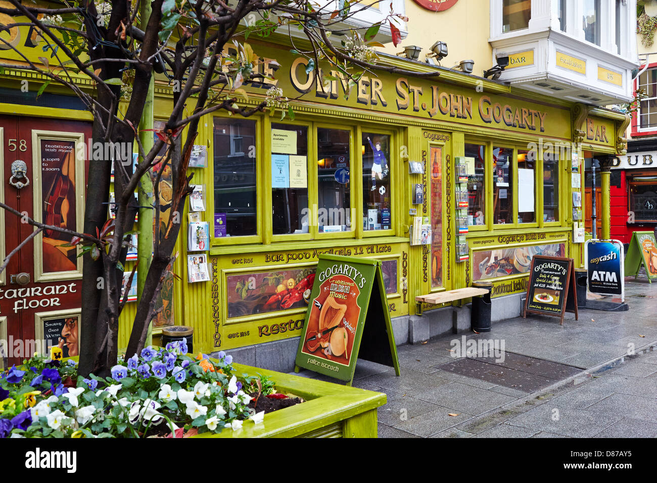 Pub in the fashionable Temple  Bar area of Dublin city. Republic of Ireland Stock Photo