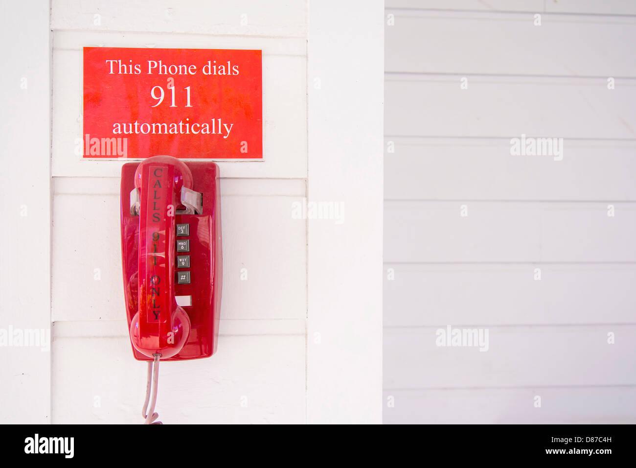 Designated red 911 emergency telehone - Stock Image