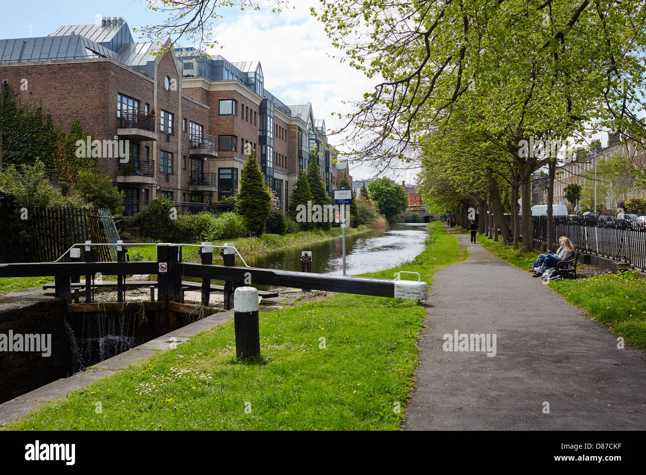 View of the grand Canal by lock C3 on Herbert Place, Dublin, Ireland - Stock Image