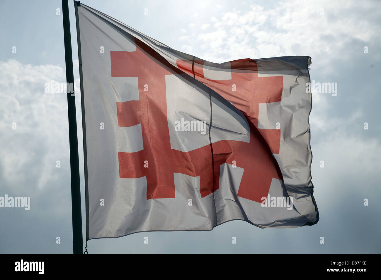 ENGLISH HERITAGE FLAG SCARBOROUGH NORTH YORKSHIRE ENGLAND 12 August 2012 - Stock Image