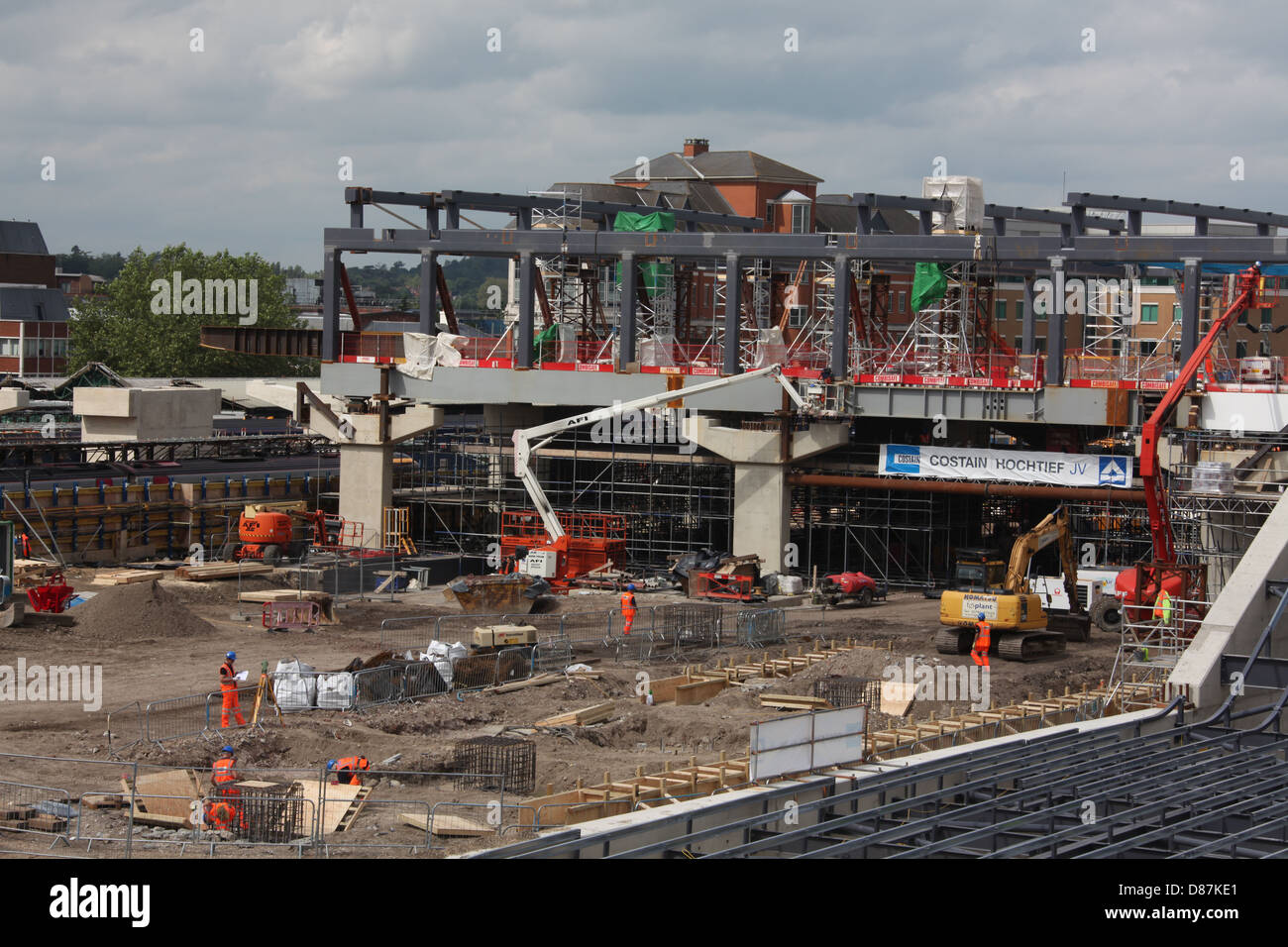 Construction work underway at Reading station showing the new over bridge main structure in position above the massive - Stock Image