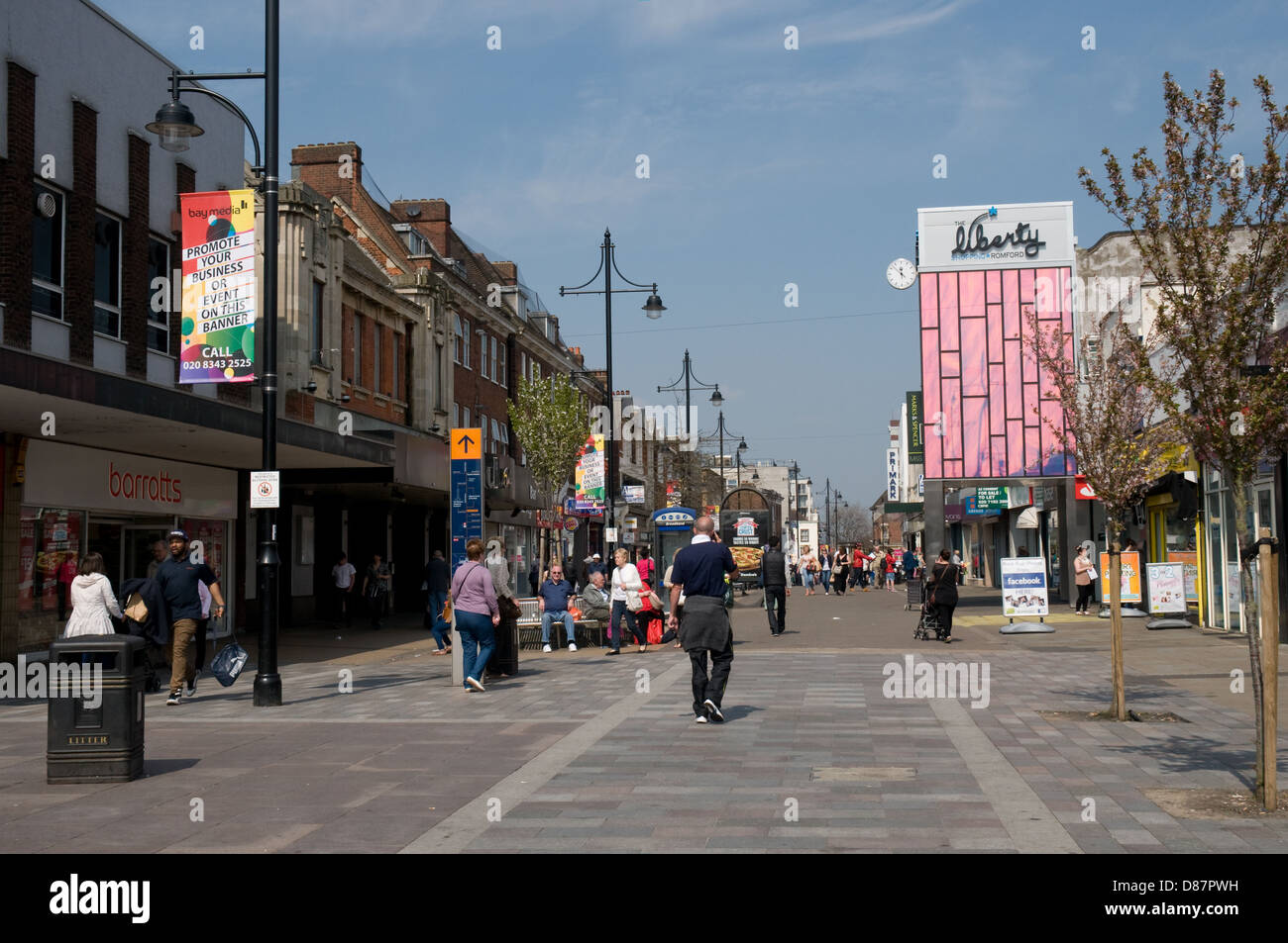 South Street, Romford connects the shopping centre center with the railway station - Stock Image