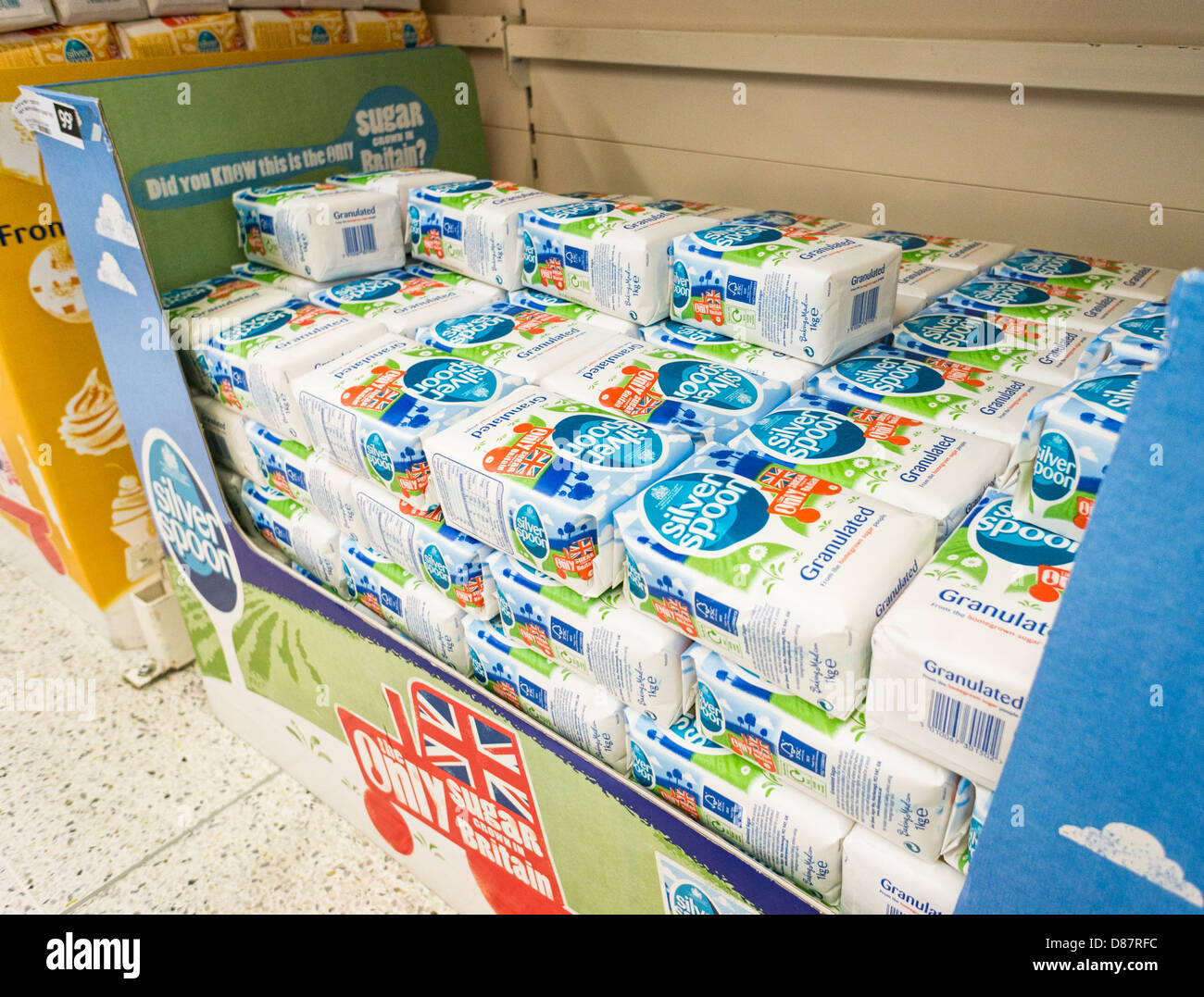 Silver Spoon white granulated sugar packets in a supermarket, UK - Stock Image
